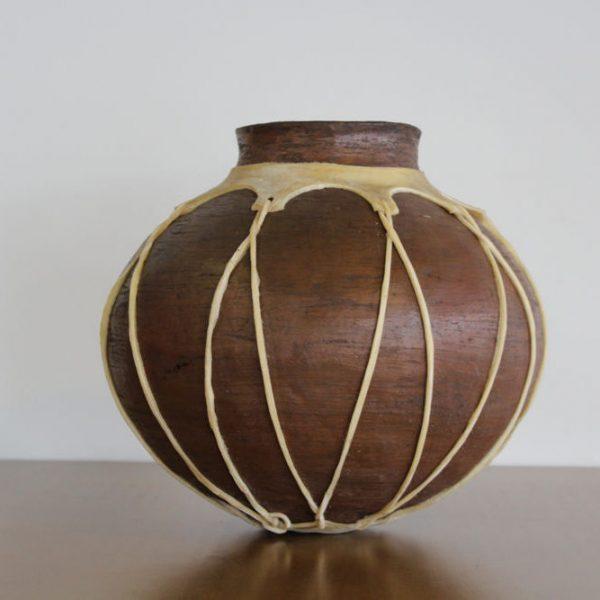 Olla de barro tarahumara redonda