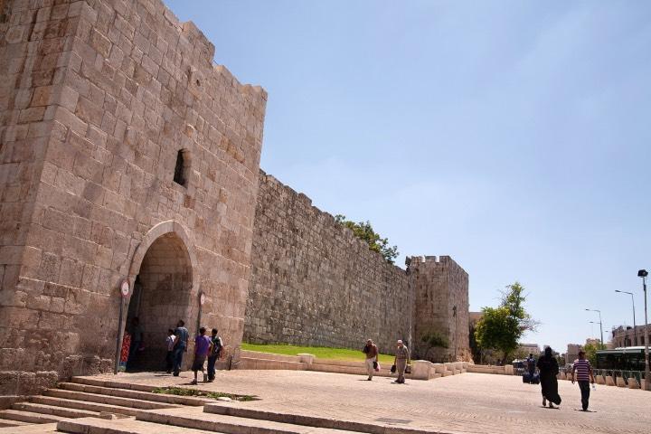 Puerta de Herodes un lugar para visitar en Jerusalén. FotoTurismo-Israel