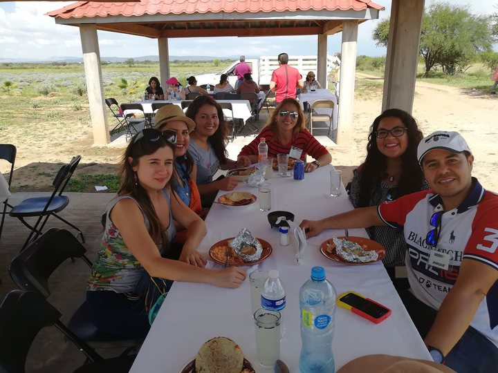 Viaje de solteros/Comida campo de Lavanda Guabajuato Foto: Rehiletes.com
